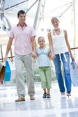 Familie shopping mall — Stockfoto