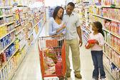 Family having disagreement in supermarket — Stock Photo