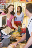 Woman paying for groceries — Stock Photo