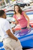 Woman talking to car salesman — Stock Photo