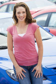 Woman choosing new car — Stock fotografie