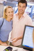 Couple making purchase with credit card — Stock Photo