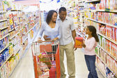 Young family grocery shopping — 图库照片