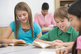 Group of elementary school pupils reading — Stock Photo