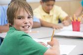 Basisschool leerling schrijven — Stockfoto