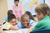La intimidación en la escuela primaria — Foto de Stock