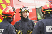 A firefighter giving instructions to her team — ストック写真