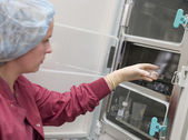 Embryologist putting sample into incubator — Stock Photo