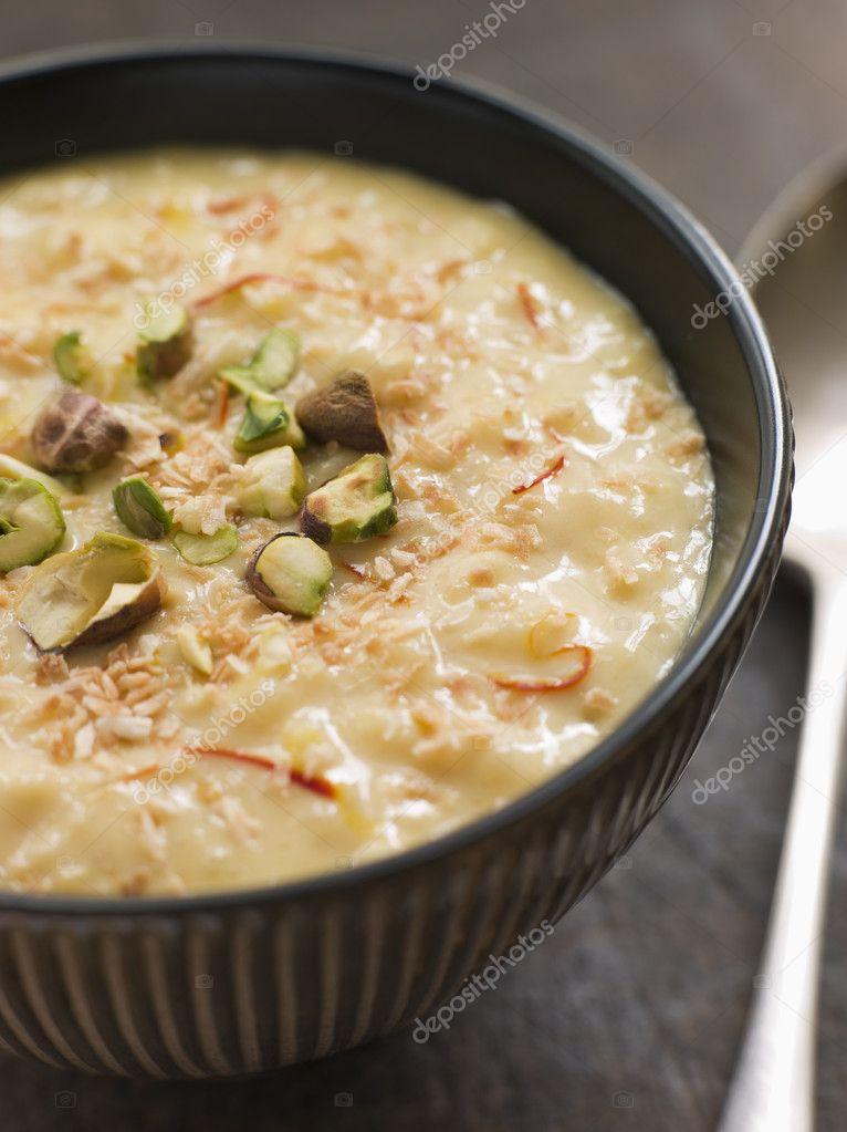pudim de arroz açafrão de pistache e coco — Foto Stock ...