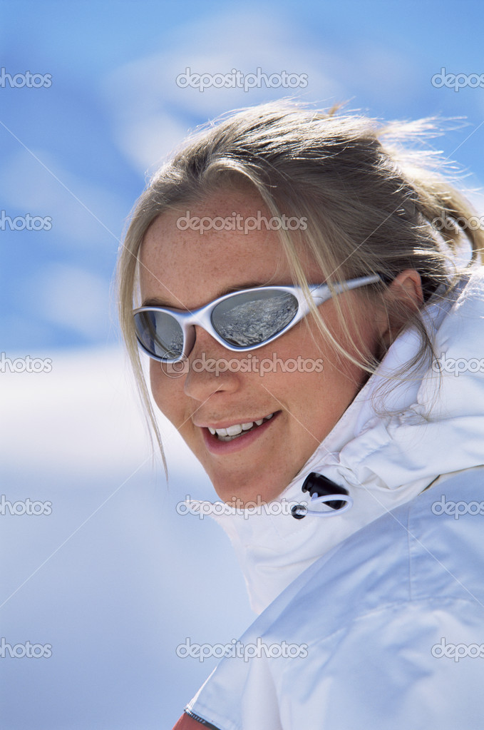 Young woman smiling — Stock Photo #4754608