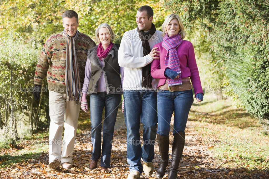 Multi-generation family enjoying walk through autumn woods — Foto Stock #4754880
