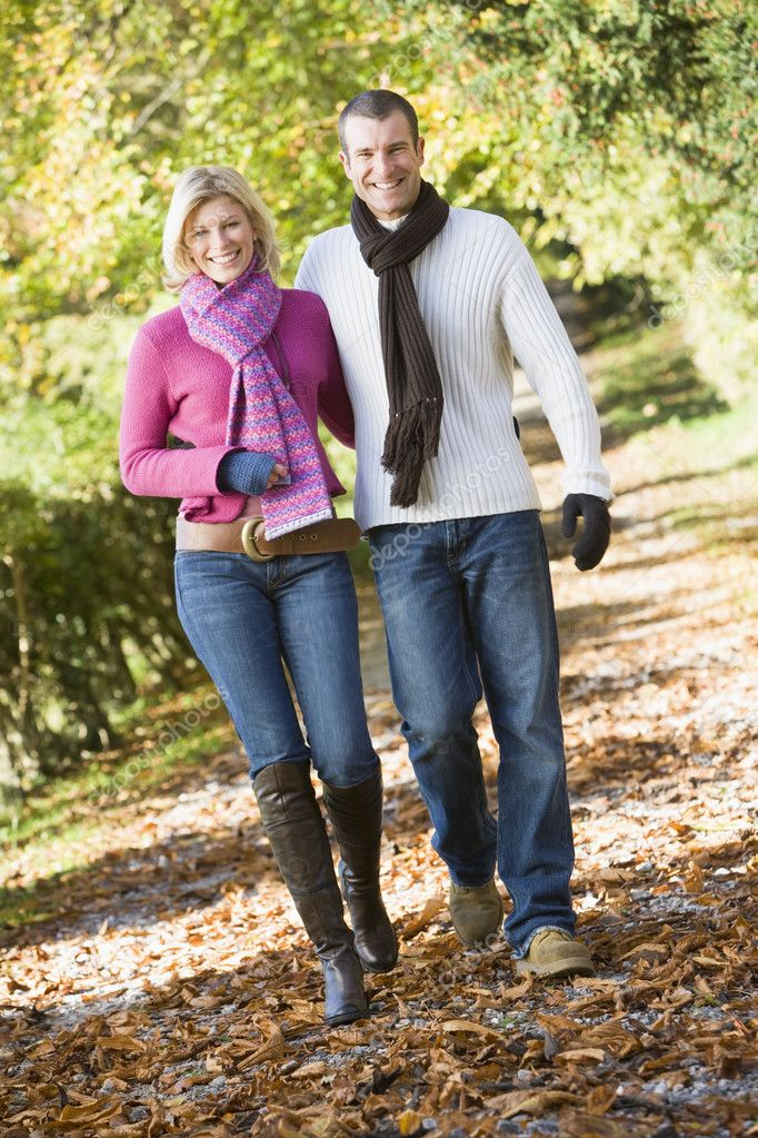 Young couple on walk through autumn woods — Stock Photo #4754881