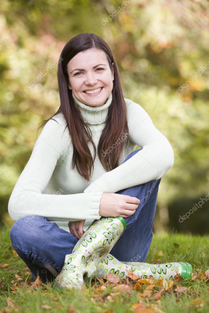 Young woman sitting amongst autumn trees — Stock Photo #4755052