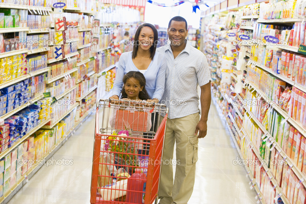 Family shopping for groceries in supermarket  — Stock Photo #4757702