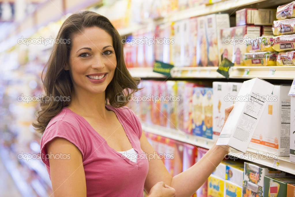 Woman grocery shopping in supermarket — Stock Photo #4757855