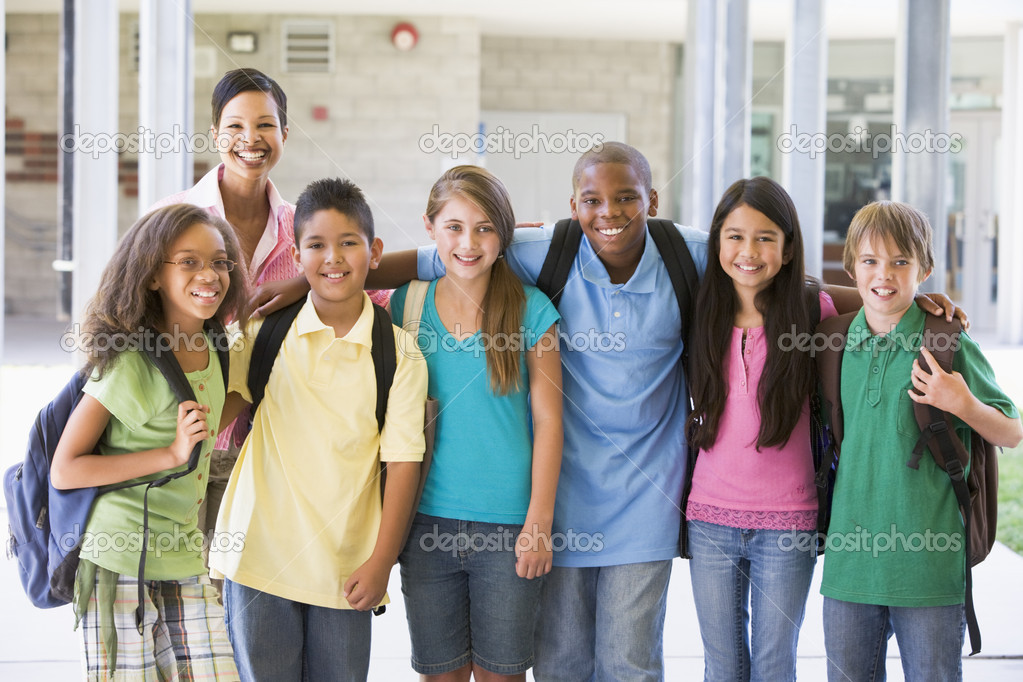 Elementary school class with teacher outside — Stock Photo #4758038