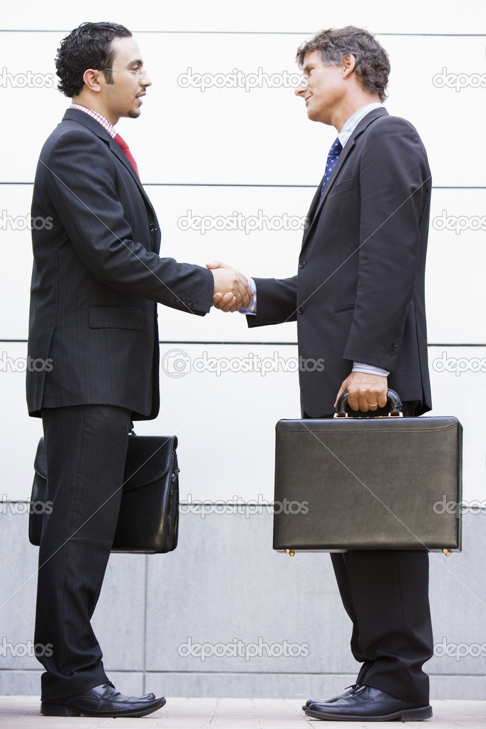 Businessmen meeting outside modern office — Stock Photo #4759986