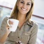 Woman enjoying snack at cafe — Stock Photo