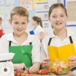 Schoolchildren at school in a cooking class — Foto Stock