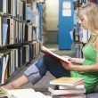 University student working in library — Foto de Stock