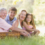 Grandparents having a picnic with grandchildren — Stock Photo