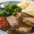 Foto Stock: Mama's Meatloaf with Mashed Potato Broccoli Tomatoes and Gravy