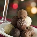 plato de trufas de chocolate — Foto de Stock
