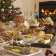 Foto Stock: Boxing Day Buffet Lunch Christmas Tree and Log Fire