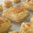 Selection of Vol au vents on a Cooling rack - 图库照片
