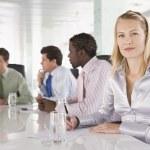 cztery biznesmeni w sali konferencyjnej — Zdjęcie stockowe #4766698