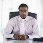 podnikatel, sedí v kanceláři s osobní organizér — Stock fotografie #4766717