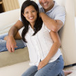 Couple in living room smiling — Foto de Stock