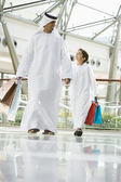 A Middle Eastern man and his son in a shopping mall — Stock Photo