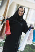 A Middle Eastern woman in a shopping mall — Stock Photo