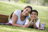 Mother and son having picnic — Stock Photo