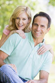 Couple outdoors smiling — Stock Photo