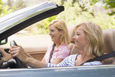 Two women in convertible car smiling — Stock Photo