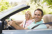 Couple in convertible car smiling — Stock Photo