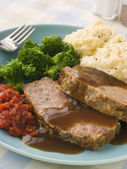 Mama's Meatloaf with Mashed Potato Broccoli Tomatoes and Gravy — Stock Photo