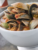 Bowl of Manhattan Clams with Hot Chilli Sauce — Stock Photo