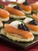 Smoked Salmon Blinis Canap s with Sour Cream and Caviar — Stock Photo
