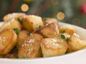 Dish of Roast Potatoes with Sea Salt and Lemon Thyme — Stock Photo