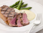 Steak Bearnaise with Asparagus Spears — Stock Photo