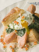Seared Salmon Spinach and a Poached Egg in a Vol au Vent Case wi — Stock Photo