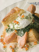 Seared Salmon Spinach and a Poached Egg in a Vol-au-Vent Case wi — Stock Photo