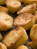 Tray of Roast Potatoes with Sea Salt — Stock Photo