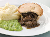 Steak Pie Mash and Mushy Peas — Stock Photo