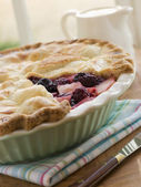 Hot Blackberry and Apple Pie — Stock Photo