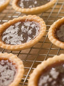 Jam Tarts on a cooling rack — Stock Photo
