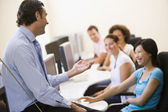 Man giving lecture in computer class — Stock Photo